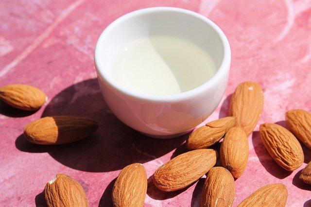 甜杏仁精油对皮肤和头发的10个健康功效与作用