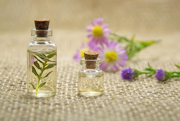 精油 花卉 芳香疗法 美容 石油化妆品 水疗中心 百里香 鲜花 治疗 药 自然产品 浸渍 香薰